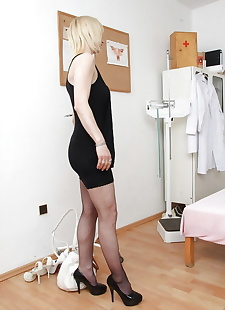 sex images Mature blonde Nelly inserting speculum, masturbation , stockings