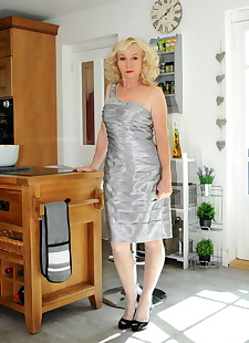 sex images Hot older lady Nylon Sue hikes up, stockings , blonde